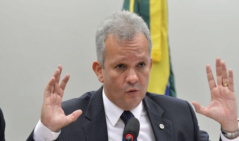 Deputado vai ao STF para barrar candidatura de Maia à reeleição
