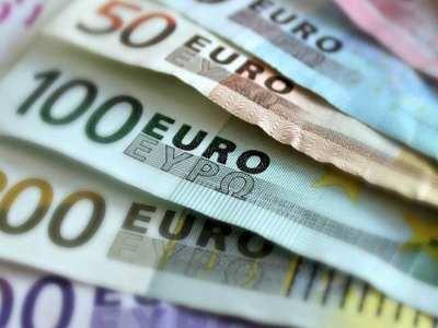 Euro continua a cair e registra menor valor desde 2003