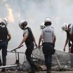 Servidores entram em confronto com policiais em Porto Alegre
