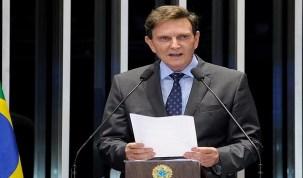 Crivella rebate declarações de Romário e diz que está disposto ao diálogo.