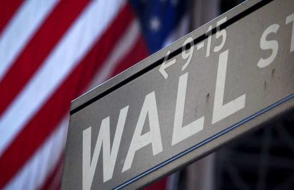 Na volta do feriado, Bolsa sobe e dólar fecha cotado a R$ 3,27