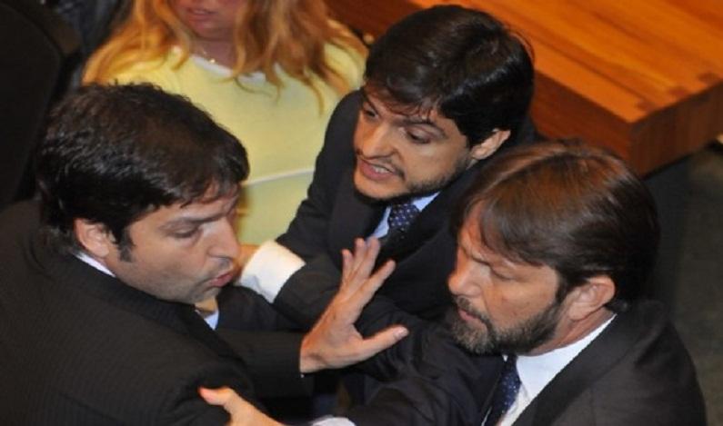 Joe Valle é escolhido presidente da Câmara Legislativa em sessão tumultuada por brigas
