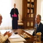 Papa chama presidente da Colômbia e Uribe para falar de paz no país