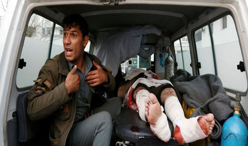 Afeganistão vive dia sangrento com três ataques terroristas