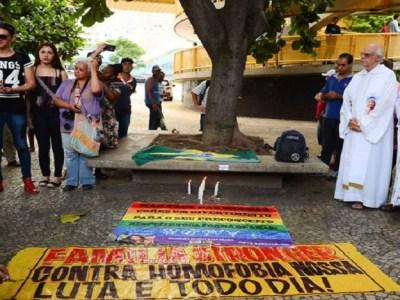 Ativistas fazem ato pelo fim da violência contra moradores de rua e LGBTs