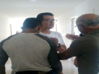 Cantor Beto Barbosa é detido após confusão em supermercado de Fortaleza