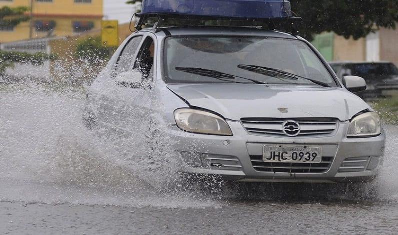 Inmet coloca DF em estado de alerta para chuvas intensas até quarta-feira