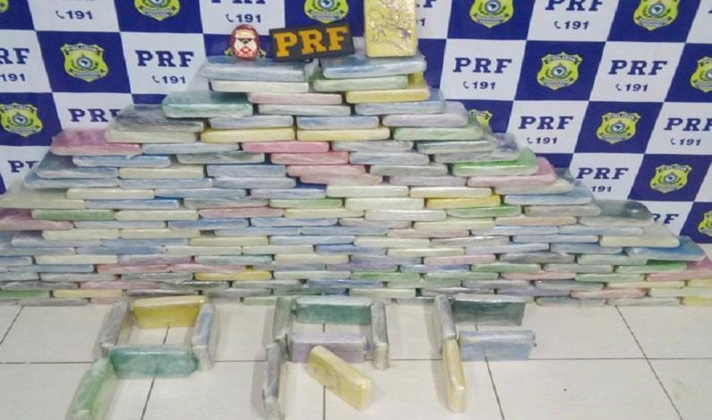 Três homens são presos com 180 quilos de cocaína na BR em Vilhena