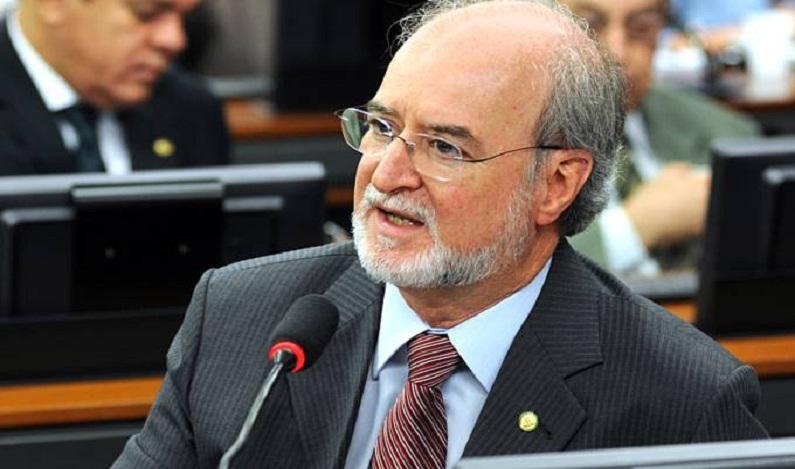 Justiça bloqueia bens de ex-governador de Minas Gerais