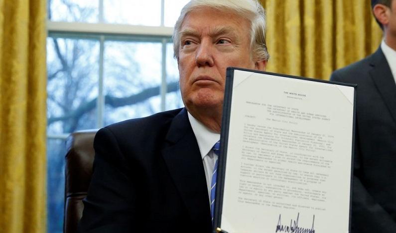 Trump assina retirada dos EUA da Parceria Transpacífico