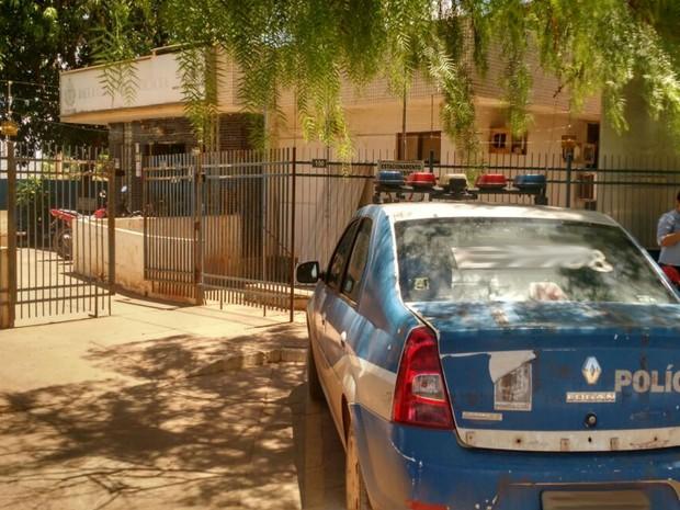 Mulher é presa ao tentar vender filha por R$ 400 em bar