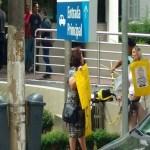 Mulheres protestam contra Lula e Marisa em frente a hospital