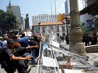 Protesto de servidores na Alerj tem confusão entre manifestantes e PM