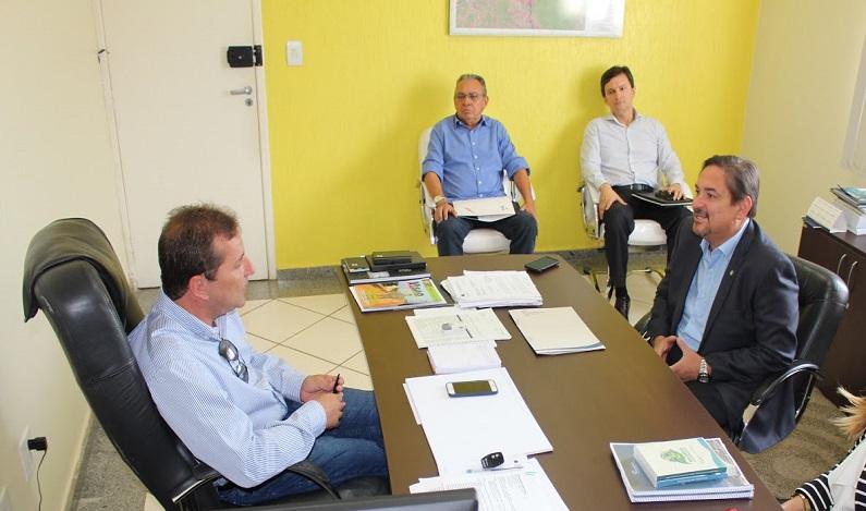 Presidente do Sistema Fecomércio-RO é recebido em audiência pelo prefeito Hildon Chaves
