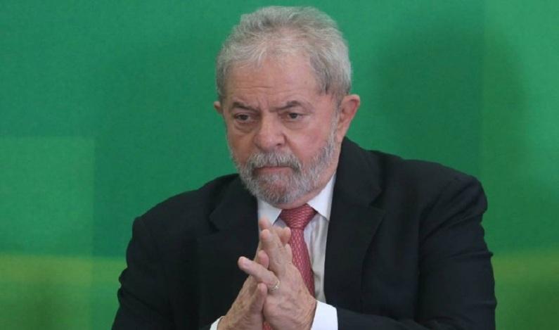 Lula pede correção de 'possível erro histórico' que o impediu de ser ministro.