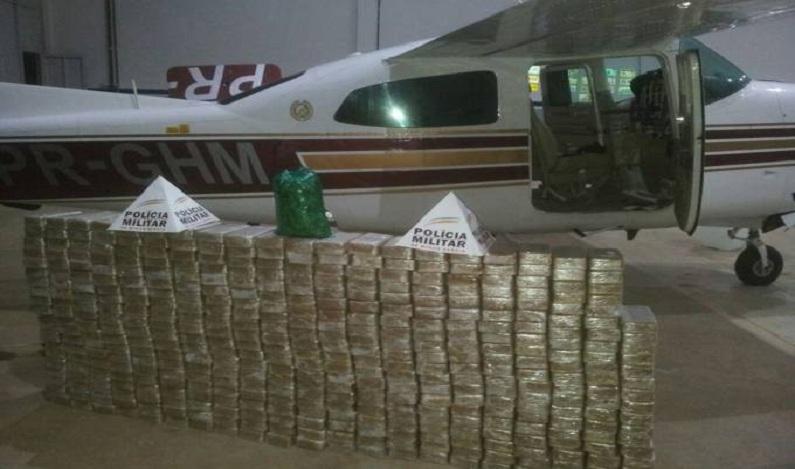 PF apreende avião com 430 kg de pasta base de cocaína em MG