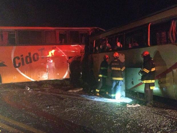 Ônibus que transportava estudantes pode ter entrado na contramão; 8 morreram e 46 ficaram feridos