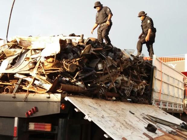 Caminhão que transportava sucata também levava R$ 12,5 milhões em cocaína