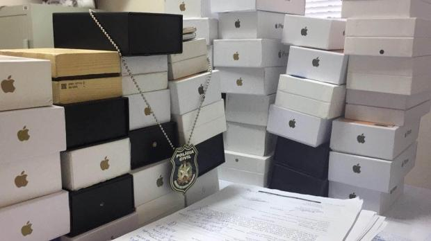 Polícia apreende 100 celulares falsificados, Iphones e Galaxy