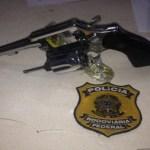 Dois homens são presos com arma e R$ 20 mil dentro de carro na BR-319