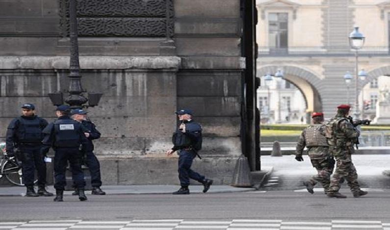 Agressor do Louvre quebra silêncio e dá depoimento à polícia