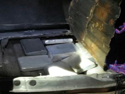 Homem é preso pela PRF de RO com 20 kg de pasta base em fundo falso
