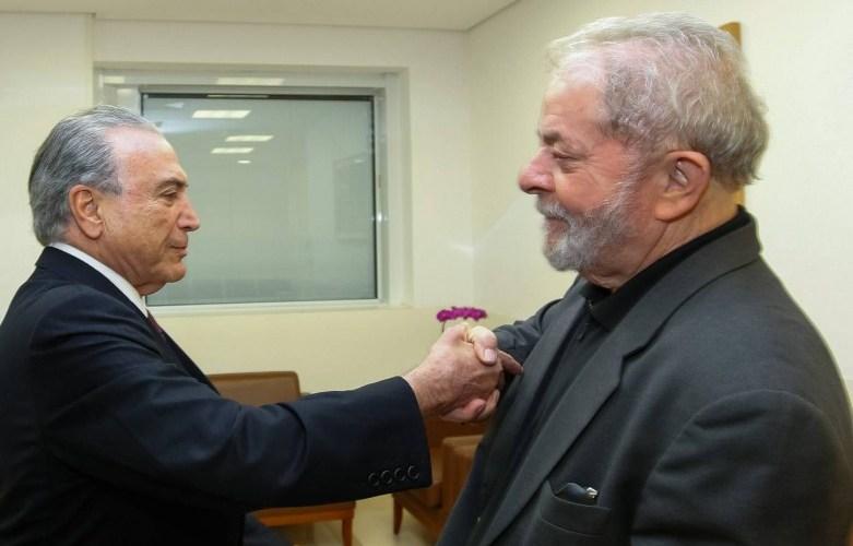 """Em visita a Lula, Temer é chamado de """"assassino"""" e """"golpista""""; vídeo"""