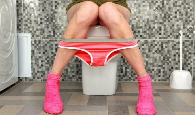 Entenda o que a cor da sua urina pode dizer sobre sua saúde