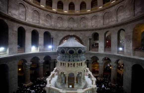 Túmulo de Jesus é reaberto em Jerusalém após restauração
