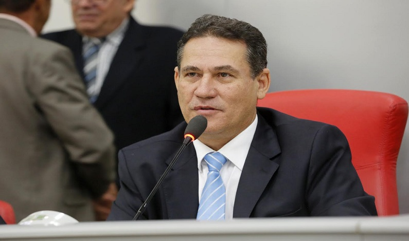 Maurão de Carvalho homenageia Paulo Moraes