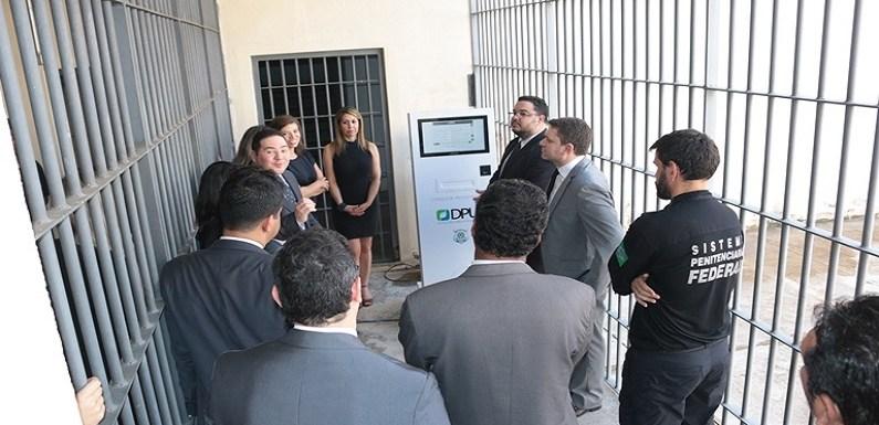 Presídio Federal inaugura consulta de processos de presos no totem eletrônico