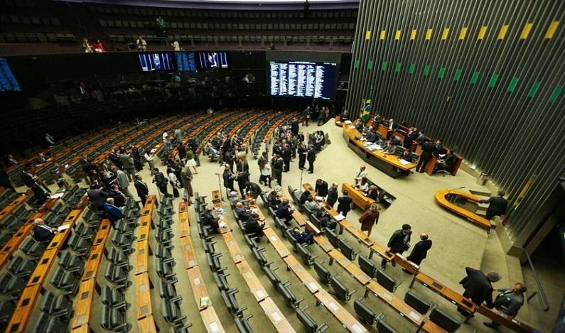 Proposta do Senado acaba com coligações em eleição de deputados e fixa cláusula de desempenho