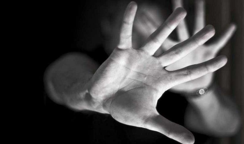 Jovem estuprada durante 11 anos denuncia o pai e é rejeitada pela família