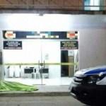 Pastor é morto a tiros na porta de funerária por dupla em moto na Bahia