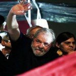 Lula diz que 'golpe' mira conquistas sociais e pede 'povo na rua'