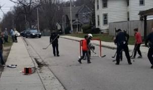 Policiais são acionados por barulho de crianças em rua e se juntam a brincadeira