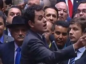 PSOL entra com representação contra Padilha na Procuradoria