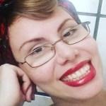 """Filha de Baby do Brasil, Sarah Sheeva anuncia curso que ensina como """"deixar de ser cachorra"""""""