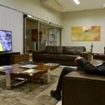 Temer posta foto vendo jogo do Brasil e vira piada nas redes