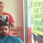 Barbeiro do DF faz sucesso na web com 'pegadinha' para atrair cliente curioso