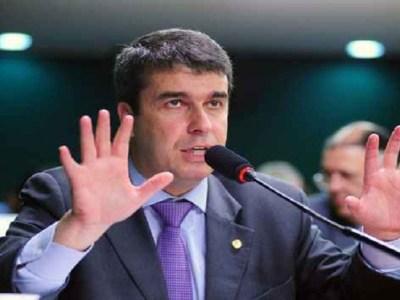 Acusado de corrupção, ex-deputado dá curso de política