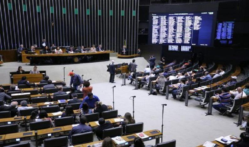 Plenário tentará votar projeto sobre dívidas dos estados nesta terça