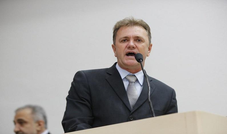 Luizinho Goebel pede ao DER recuperação de estradas no interior