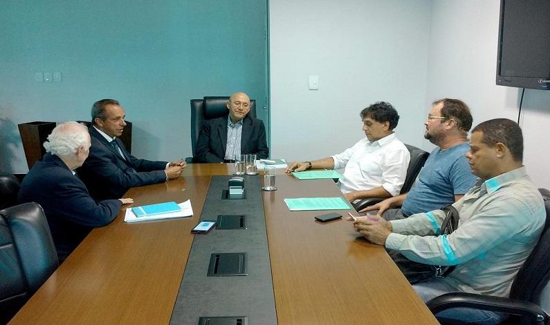 Assembleia, Governador e Sindur debatem situação dos empregados da Caerd