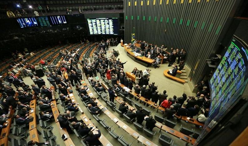 CCJ da Câmara se antecipa ao STF e aprova PEC que acaba com foro privilegiado