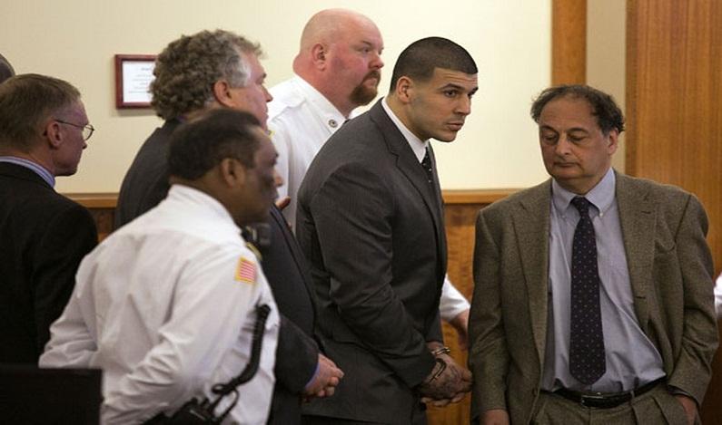 Ex-astro do futebol americano Aaron Hernandez morre em prisão dos EUA