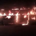Ladrões roubam passageiros e incendeiam dois ônibus na Zona Norte de SP