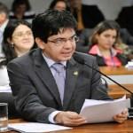 Senadores vão assinar recurso contra arquivamento de cassação de Aécio