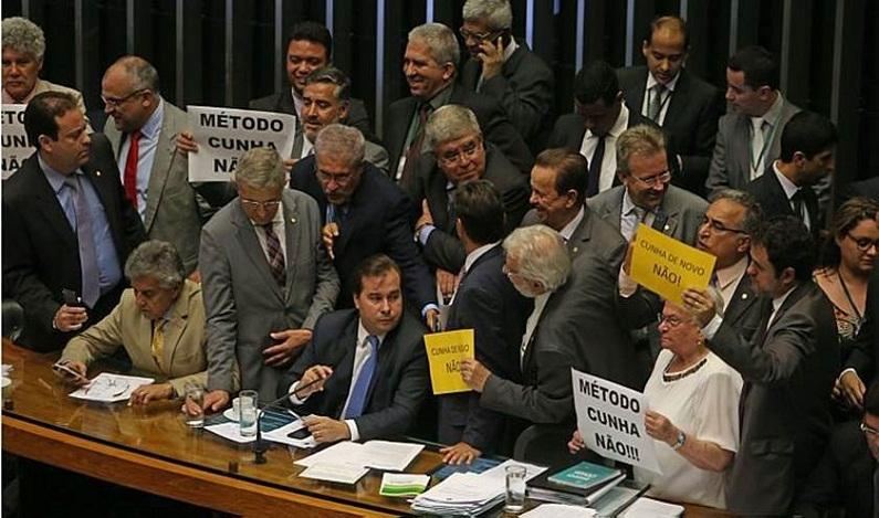 Governo consegue aprovar urgência para reforma trabalhista
