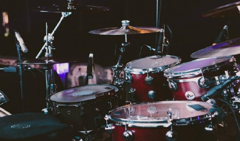 Banda de rock dinamarquesa tem baterista de 10 anos de idade; assista